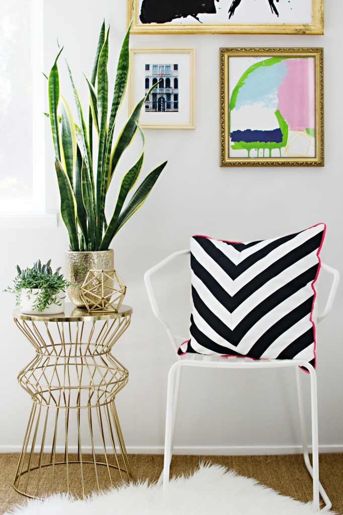 DIY Black and White Chevron Pillow
