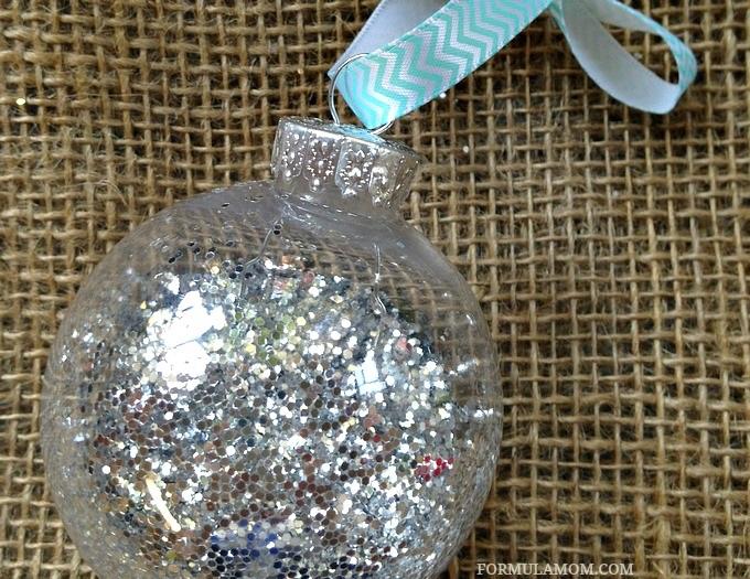 12 Days of DIY Christmas Ornaments Glitter Ornament #Christmas #DIY