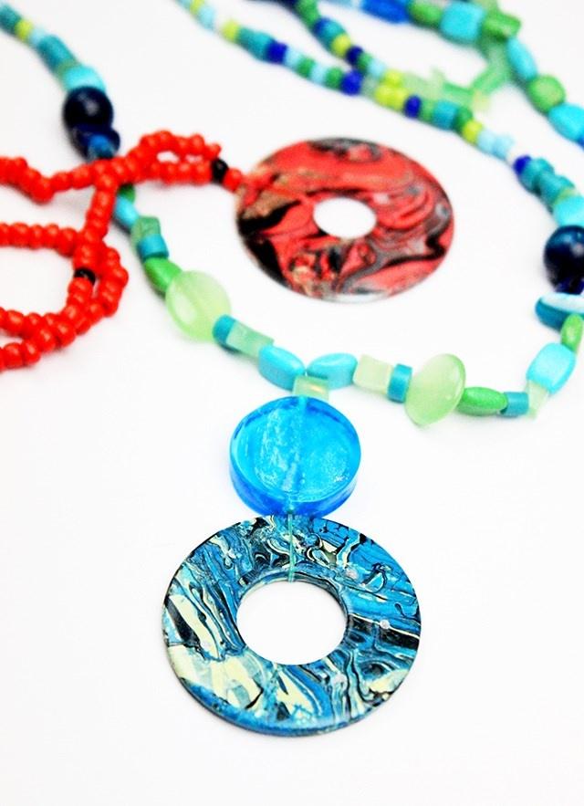 Marbleized washer necklace