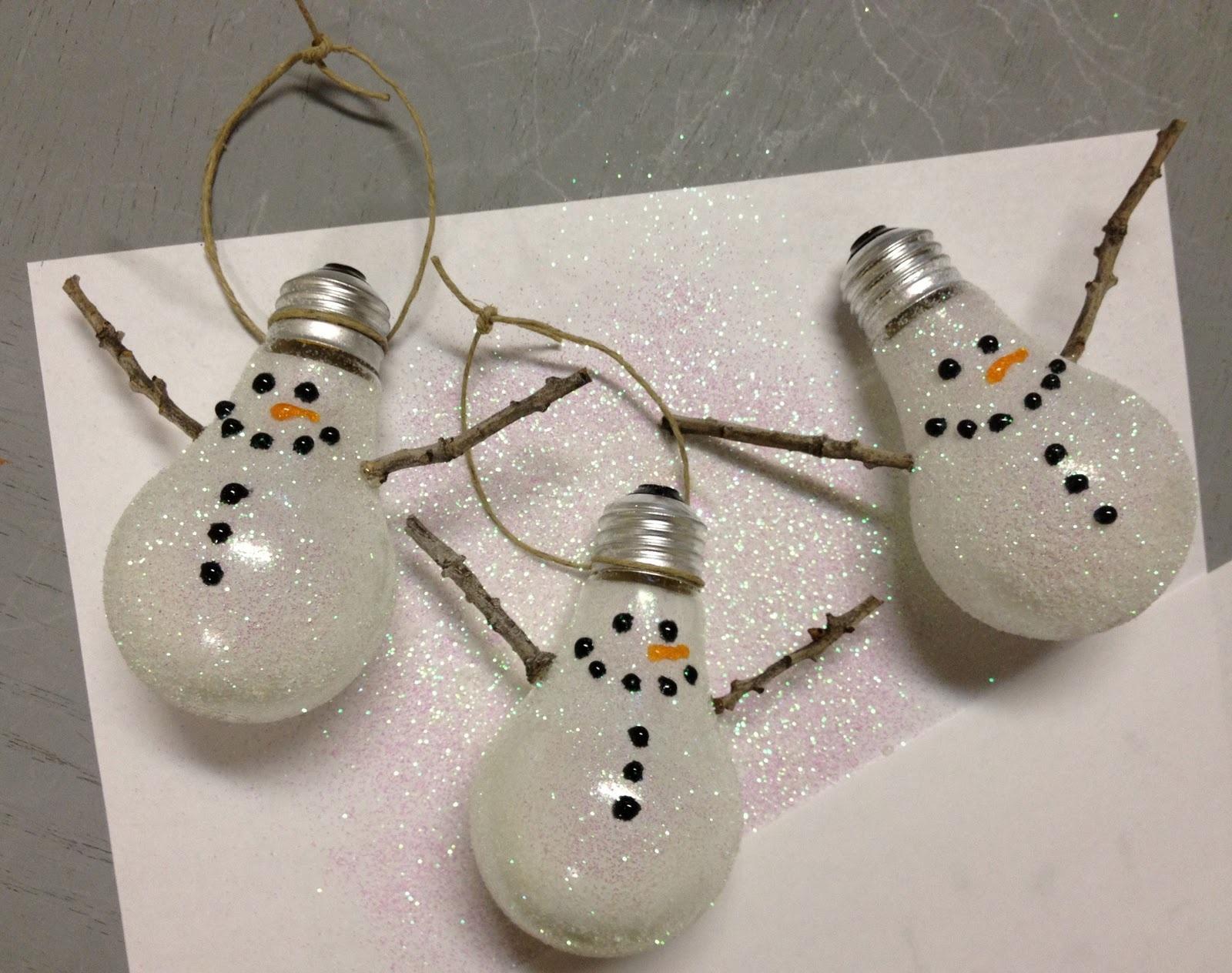 Light Bulb Snowmen Christmas Craft DIY