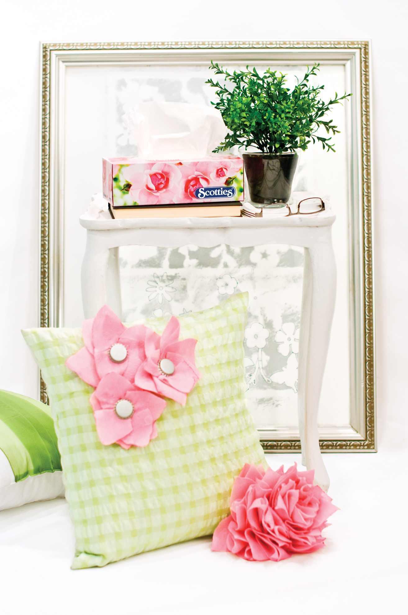 DIY Felt Flower Throw Pillow