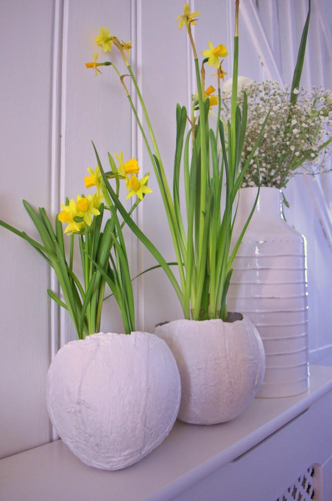 Egg vase DIY