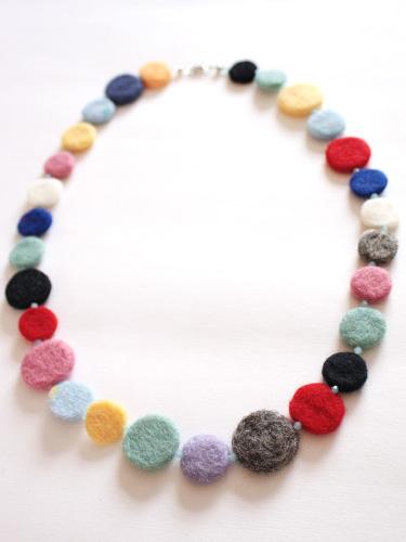 Needle felting tutorial: circle felt necklace