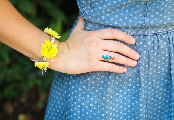 DIY fresh flower macrame bracelet