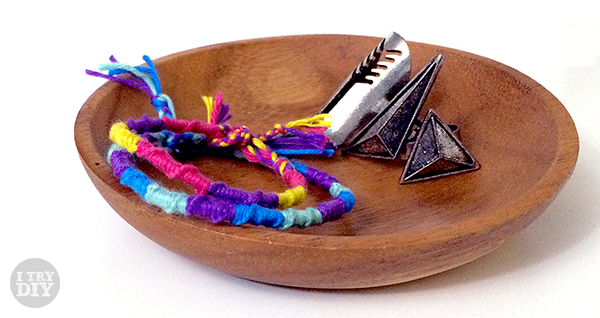 Easy peasy friendship bracelets   i try DIY