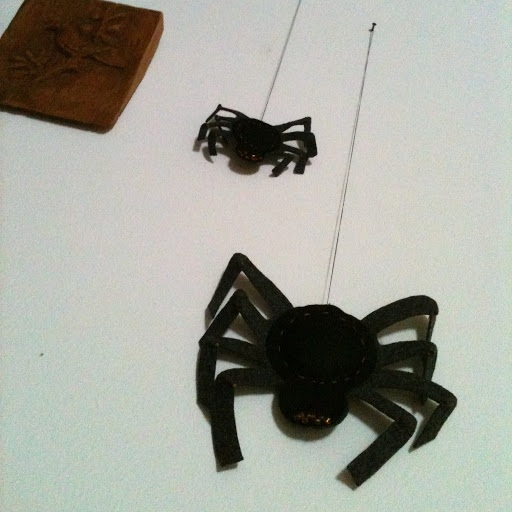 How i make last minute Halloween spider decorations