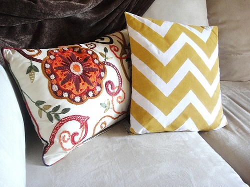TristinandCompany DIY Painted Chevron Pillow