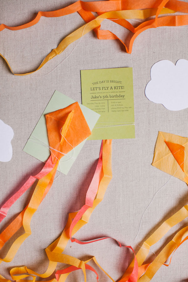Mini kite invitations: kite party