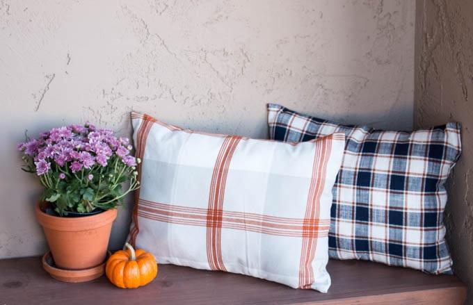 Make Cheap Fall Pillows from Dish Towels