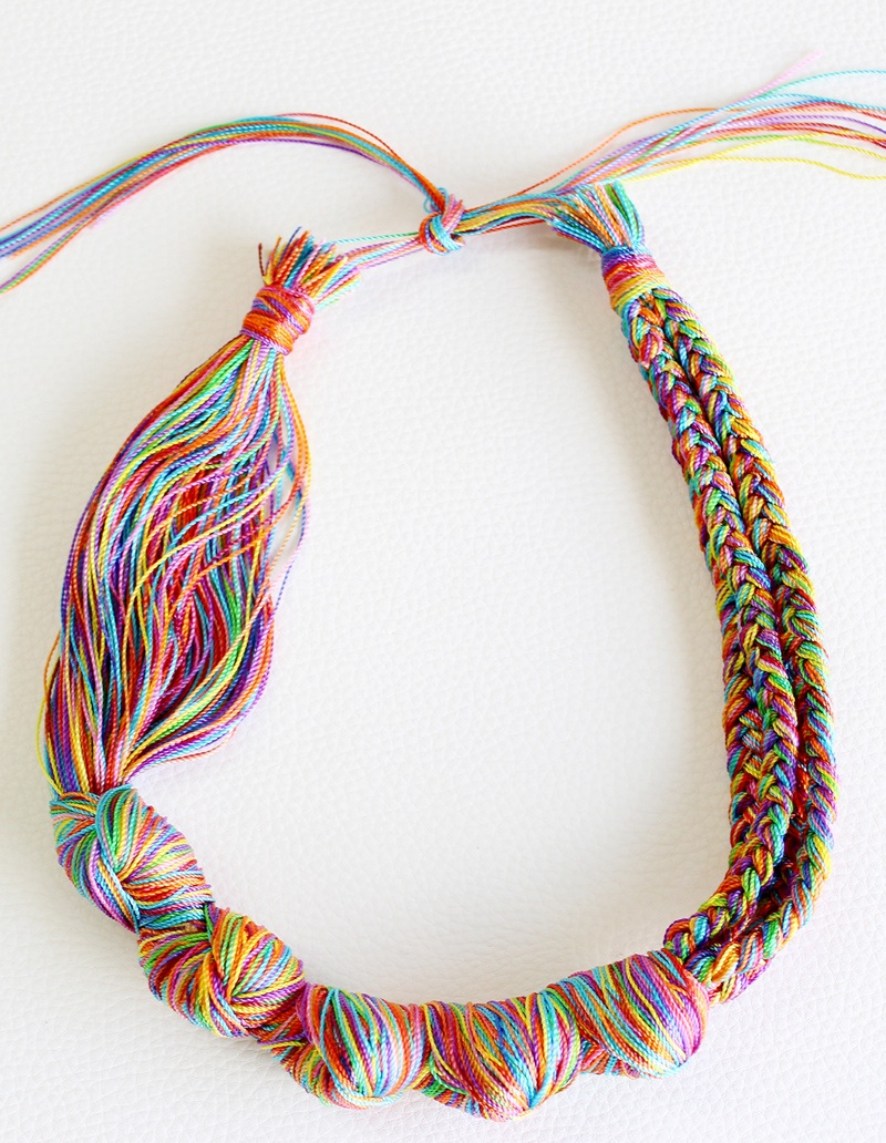 DIY necklace How to make a necklace with embroidery threads