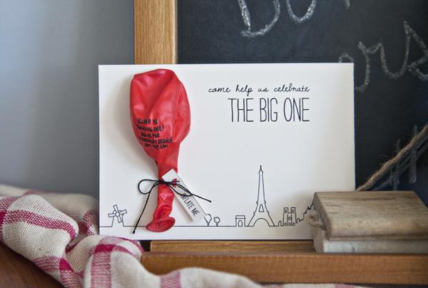 Red balloon birthday invitation |