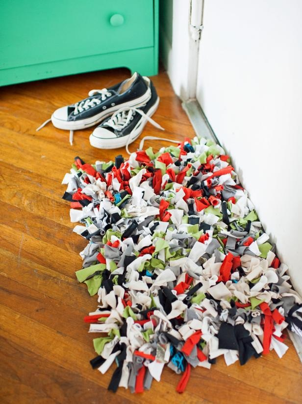 How to Make a Recycled T Shirt Rug