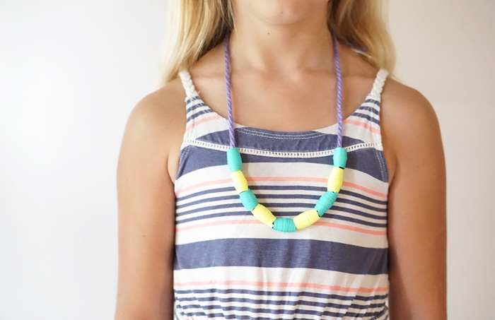 Maker Mama Craft Blog: Paper Bead Necklace Tutorial