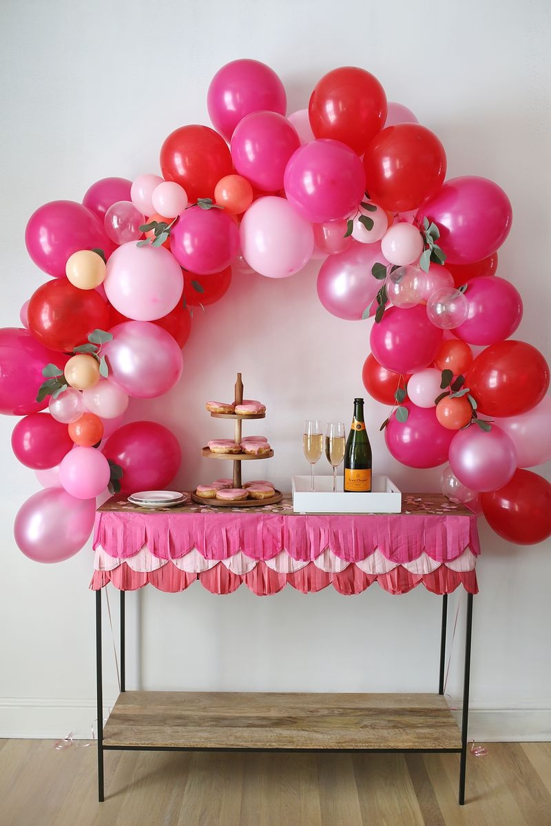 How to Make a Fancy Balloon Arch