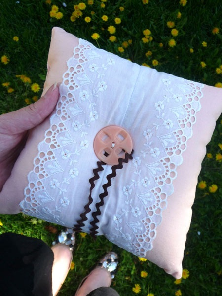 How to Make a Ring Pillow with Vintage Lace