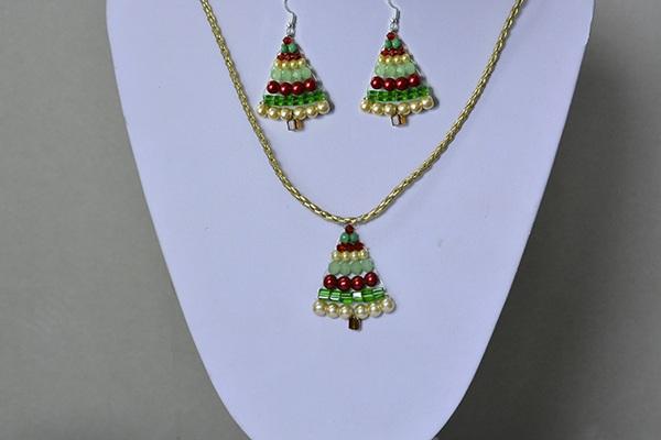 Christmas Jewelry to Make ¨C How to Make Beaded Christmas Tree Jewelry Set