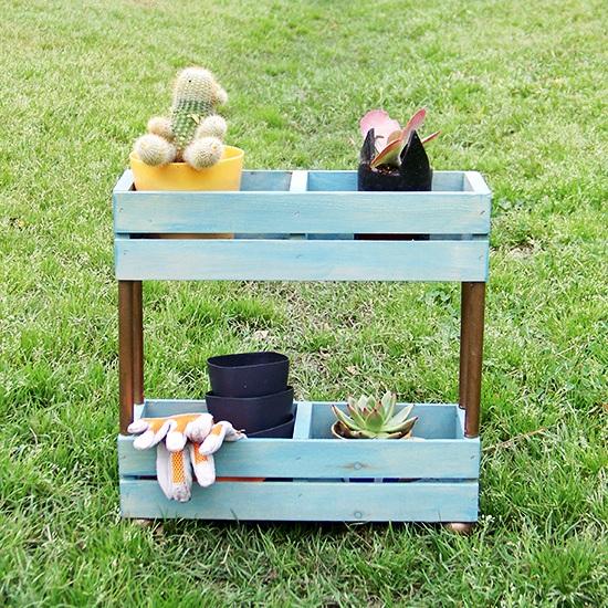 The Cwafty Blog: Tutorial Friday: Tiered Garden Shelf