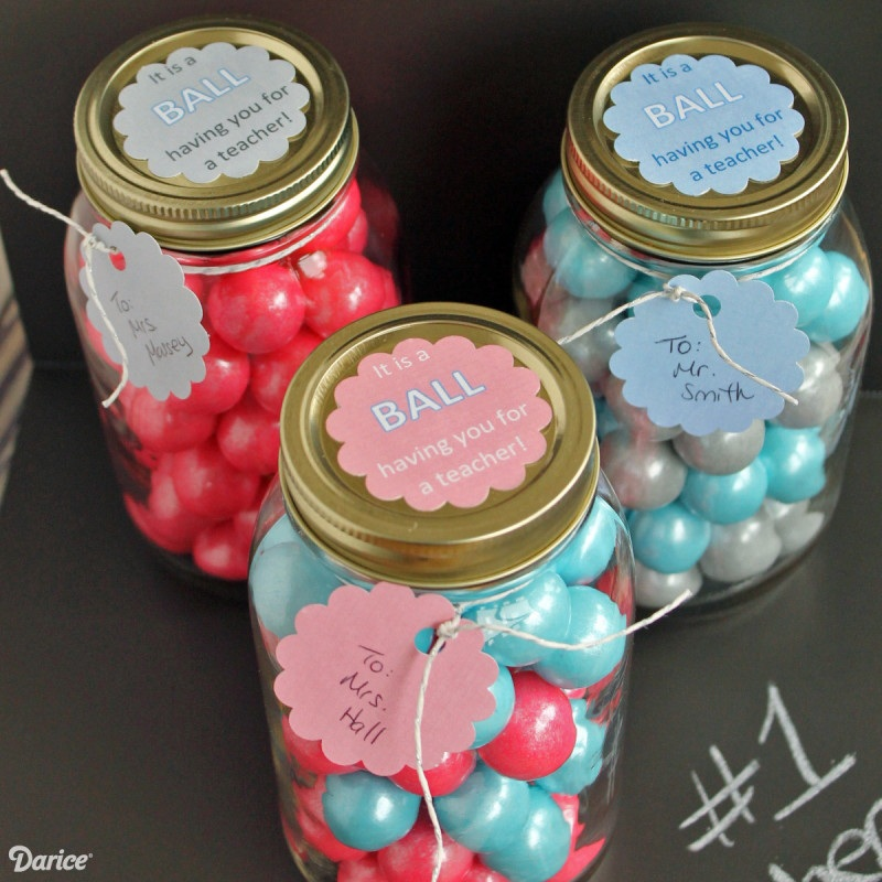Teacher Gifts DIY Gumball Mason Jars with Free Printables