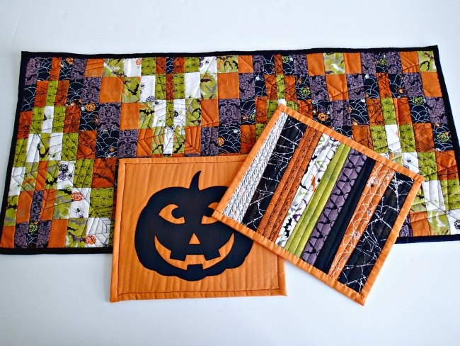 Scrappy reversible Halloween table mats So Sew Easy