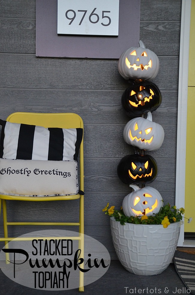 Easy Black and White Halloween Topiary! #LowesCreator