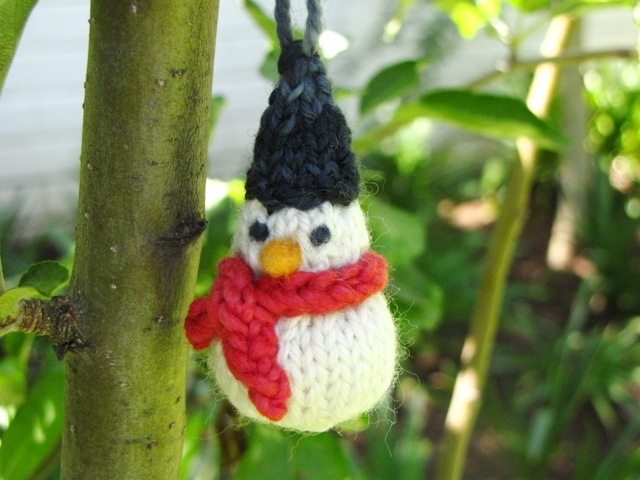 A Little Knitted Snowman Pattern for Christmas - CraftSmile