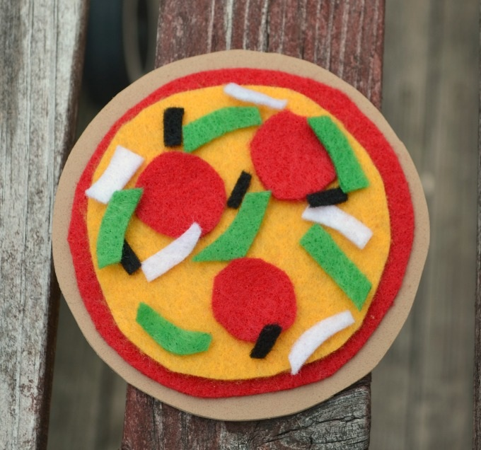 Pizza Magnets {TMNT Party Craft!}