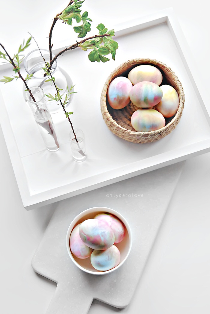 How to Dye Eggs With Whipped Cream