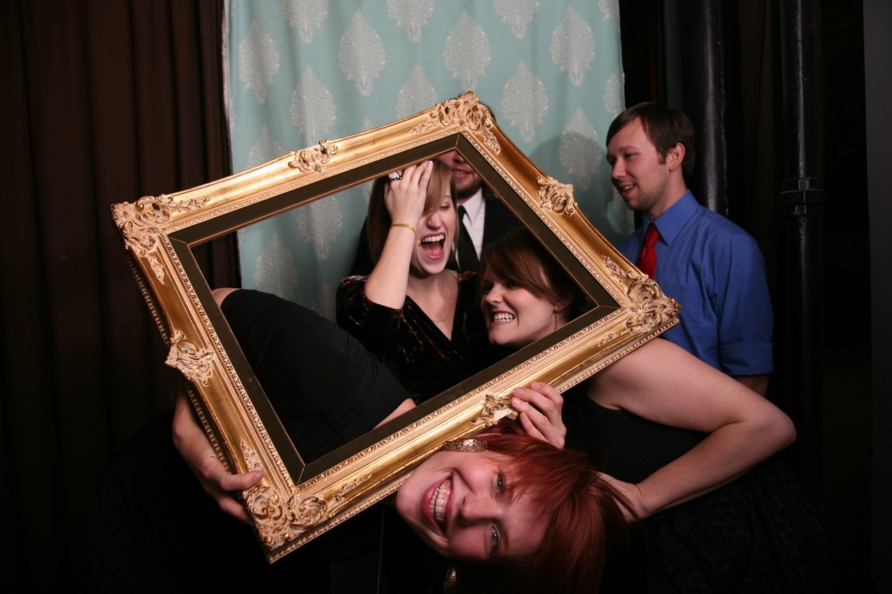 How To DIY Your Wedding Photobooth