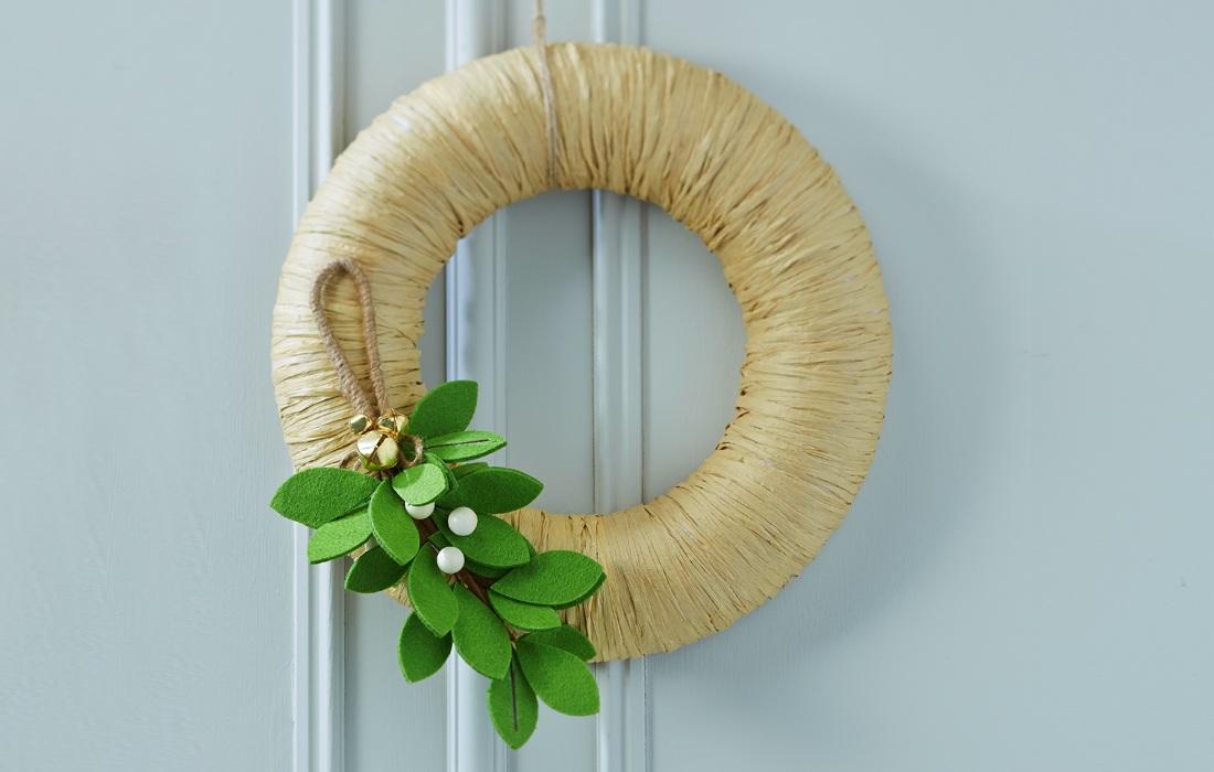 How to Make a Mistletoe Wreath