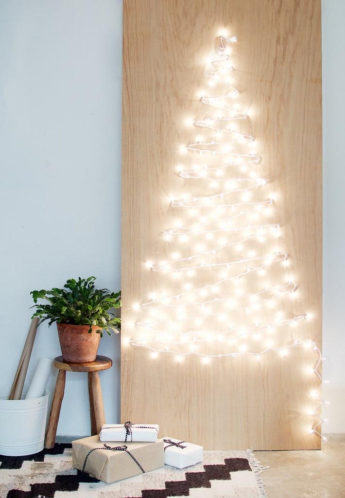 DIY STRING LIGHT CHRISTMAS TREE
